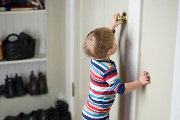 Можно ли выписать из квартиры невсовершеннолетнего ребенка