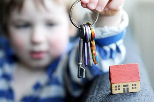 Как продать квартиру если прописаны дети